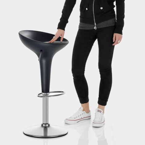Bombo Bar Stool Black Features Image
