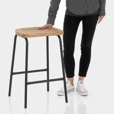 Finn Stool Features Image