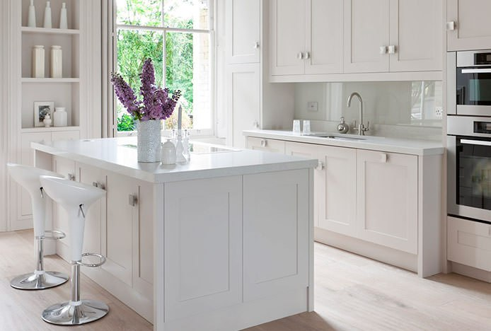 Bombo White with Round Base in Kitchen
