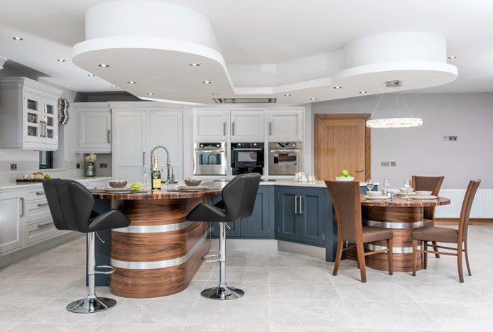 Curved Bar With Diamond Bar Stools