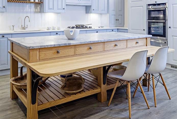 Open Island In Modern Kitchen