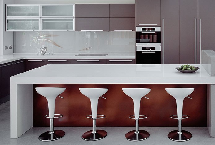Symmetrical Breakfast Bar With Stools